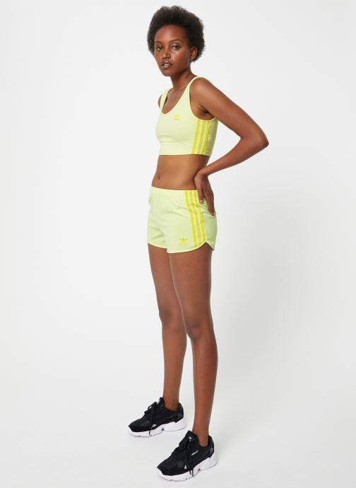 Vêtements adidas originals 3 Str Short Jaune vue bas / vue portée sac