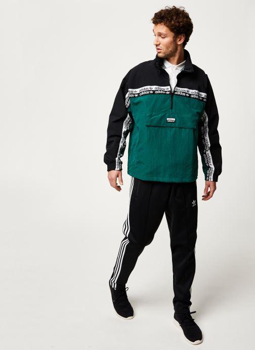 Vêtements adidas originals Mini Emb Hoody Vert vue bas / vue portée sac