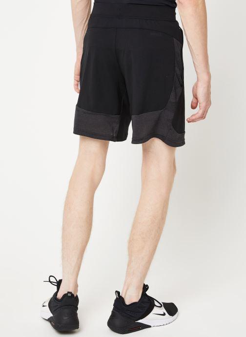 Vêtements adidas performance Camo Brno Short Noir vue portées chaussures