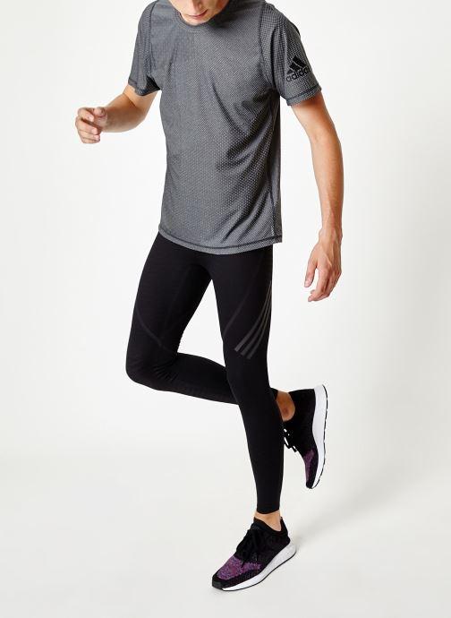 Vêtements adidas performance Knit Jacqd T Noir vue bas / vue portée sac