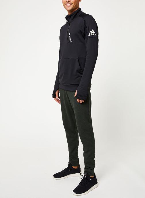 Vêtements adidas performance M Id 1/4 Zip Ch Noir vue bas / vue portée sac