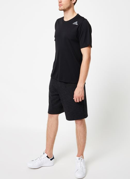 Vêtements adidas performance Fw19 Chill Tee Noir vue bas / vue portée sac