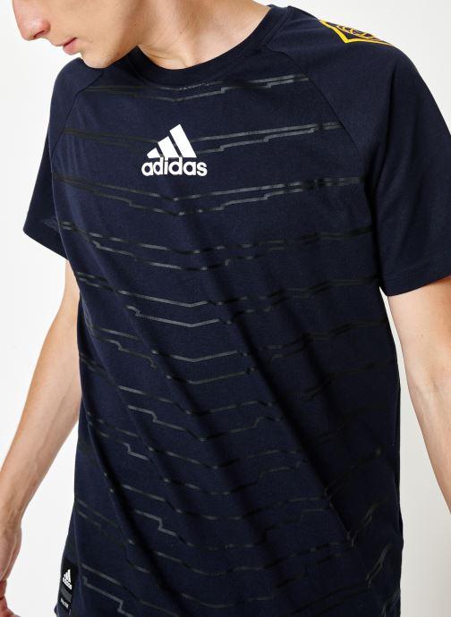 Vêtements adidas performance M Id Grfx T Bleu vue détail/paire