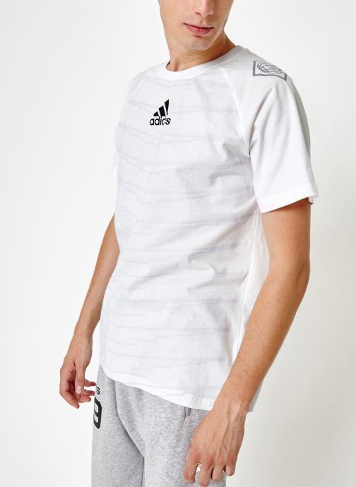 Vêtements adidas performance M Id Grfx T Blanc vue droite