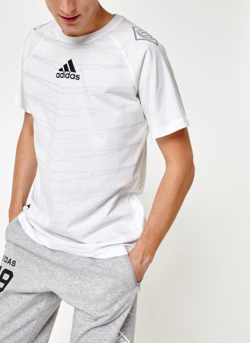 Vêtements adidas performance M Id Grfx T Blanc vue détail/paire