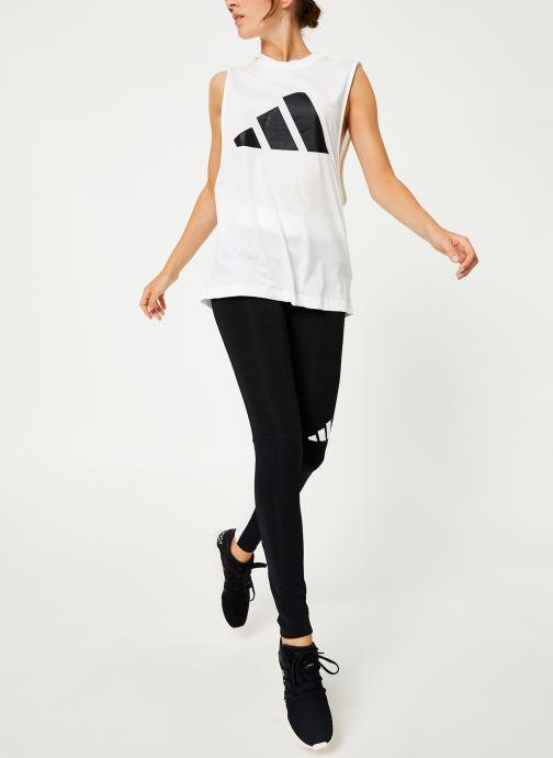 Vêtements adidas performance W Tp Win M T Ai Blanc vue bas / vue portée sac
