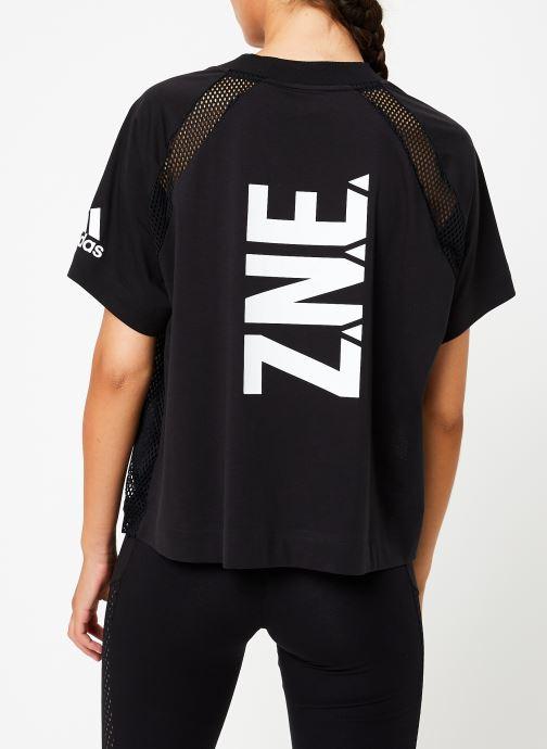 Vêtements adidas performance W Zne Tee Noir vue portées chaussures