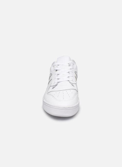 Sneakers adidas originals Rivalry Low Bianco modello indossato