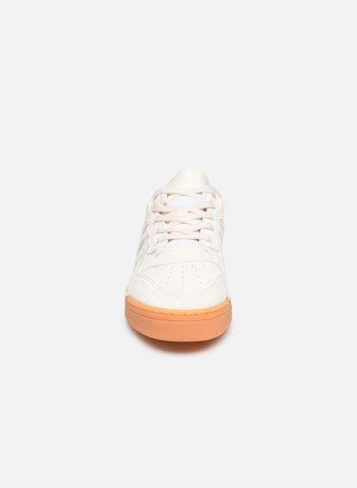 Baskets adidas originals Rivalry Low Blanc vue portées chaussures