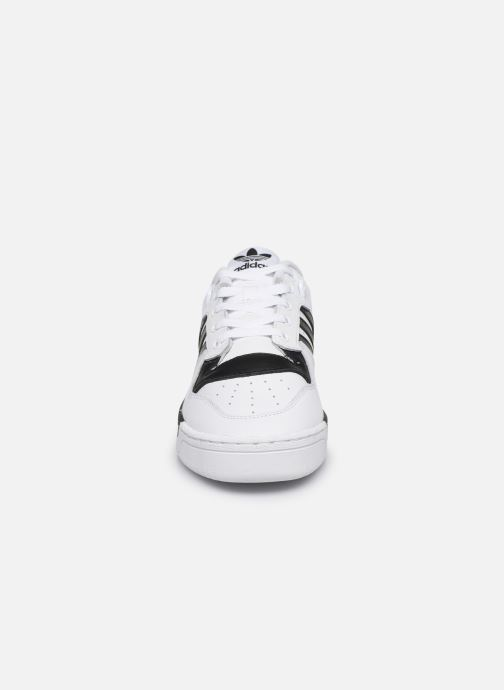Baskets adidas originals Rivalry Low Blanc vue portées chaussures