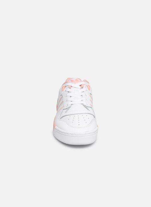 Baskets adidas originals Rivalry Low W Blanc vue portées chaussures