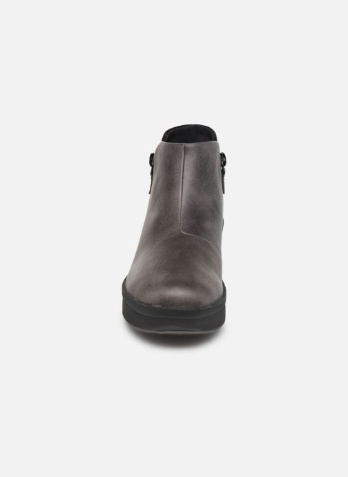 Bottines et boots Cloudsteppers by Clarks Step Rose Up Gris vue portées chaussures