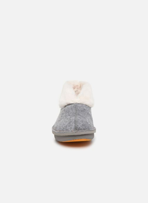 Chaussons Cloudsteppers by Clarks Step Flow Low Gris vue portées chaussures
