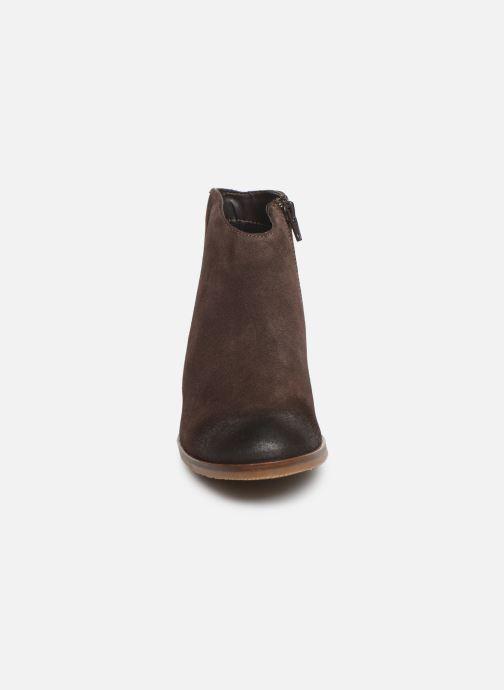 Boots en enkellaarsjes Clarks Mila Myth Bruin model