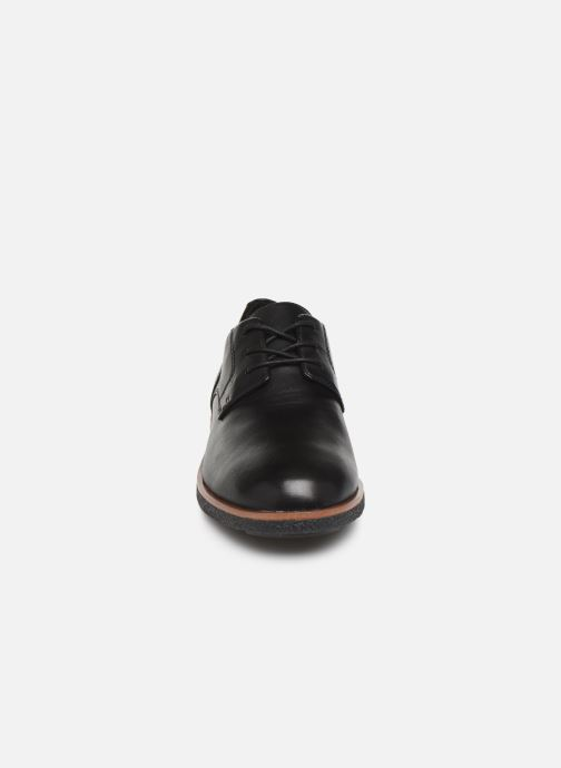 Scarpe con lacci Clarks Griffin Lane Nero modello indossato