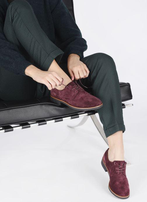 Chaussures à lacets Clarks Griffin Lane Bordeaux vue bas / vue portée sac