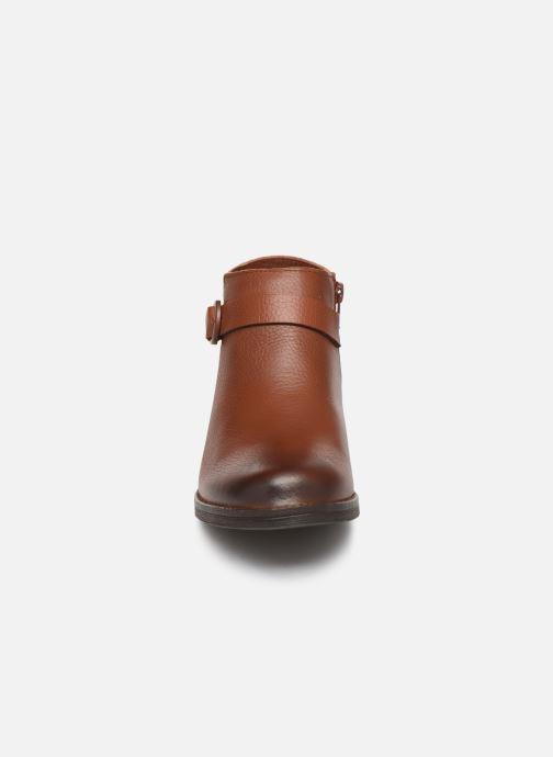 Bottines et boots Clarks Demi Tone Marron vue portées chaussures