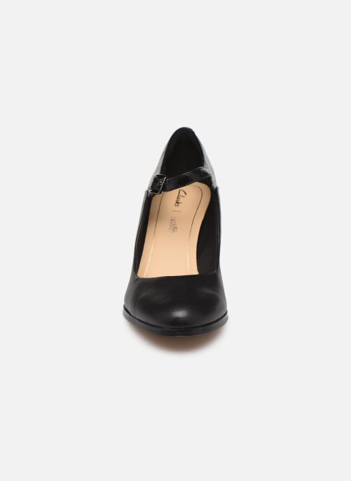 Zapatos de tacón Clarks Kaylin Alba Negro vista del modelo