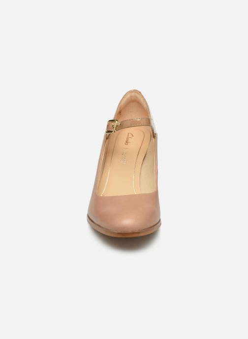 Escarpins Clarks Kaylin Alba Beige vue portées chaussures