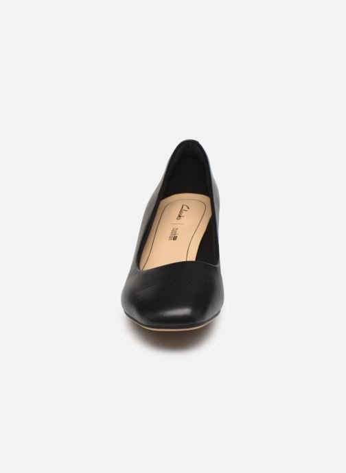 Décolleté Clarks Sheer Rose Nero modello indossato