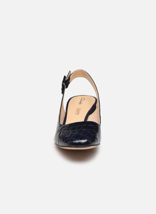 Zapatos de tacón Clarks Sheer Violet Azul vista del modelo