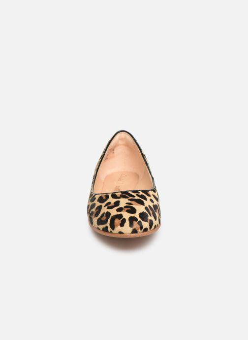 Ballerines Clarks Grace Piper Marron vue portées chaussures