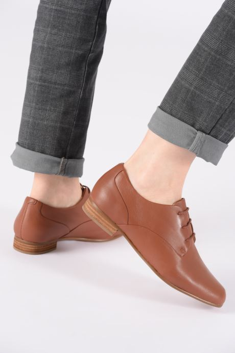Chaussures à lacets Clarks Pure Mist Marron vue bas / vue portée sac