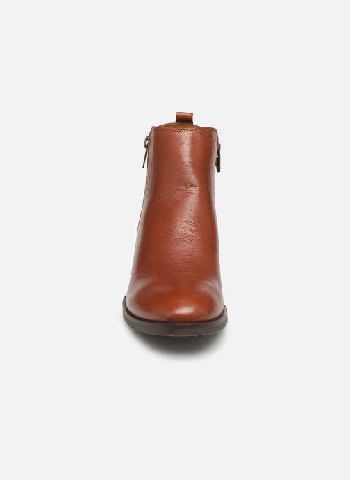 Bottines et boots Clarks Mila Sky Marron vue portées chaussures