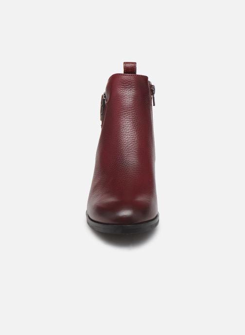 Bottines et boots Clarks Mila Charm Bordeaux vue portées chaussures