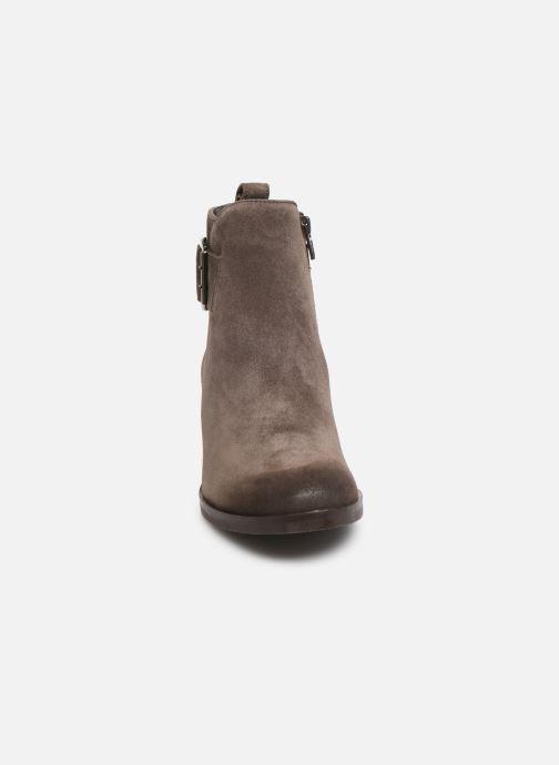 Bottines et boots Clarks Mila Charm Marron vue portées chaussures