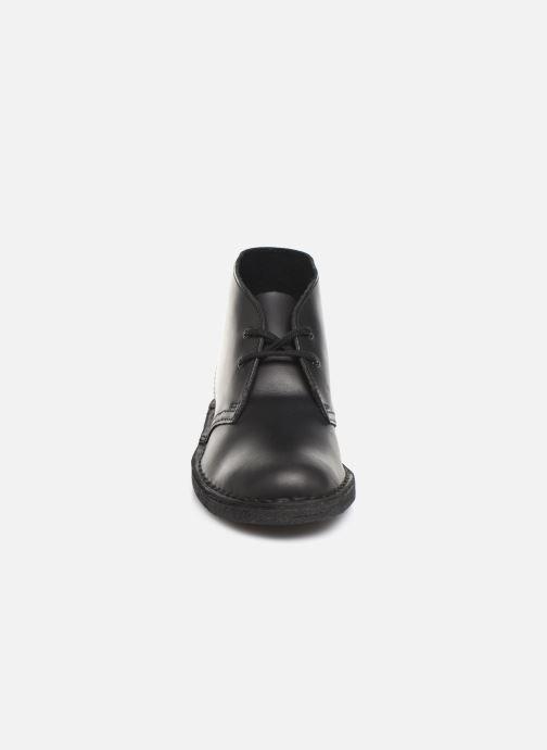Stivaletti e tronchetti Clarks Originals Desert Boot. Nero modello indossato