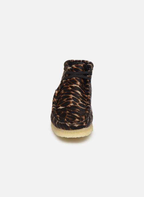 Stivaletti e tronchetti Clarks Originals Wallabee Boot. Multicolore modello indossato