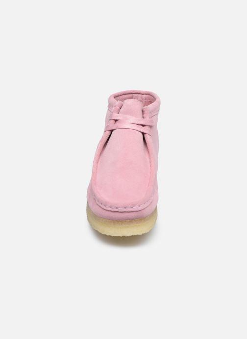 Botines  Clarks Originals Wallabee Boot. Rosa vista del modelo