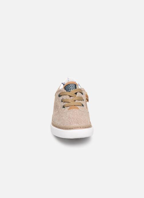 Sneakers Gioseppo 43973 Beige modello indossato