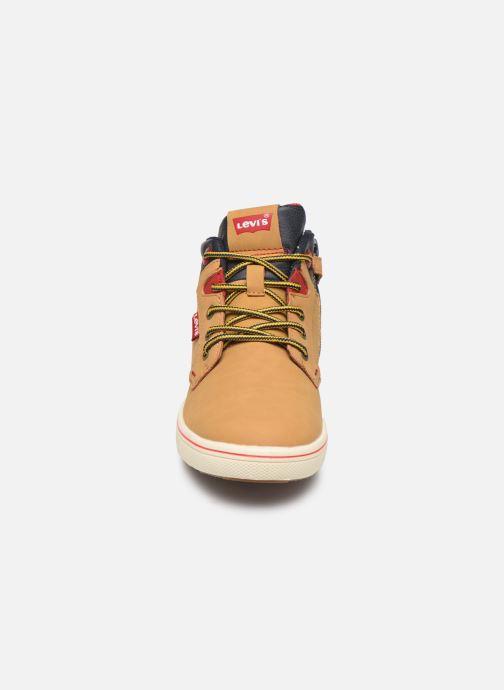 Baskets Levi's New Portland Marron vue portées chaussures