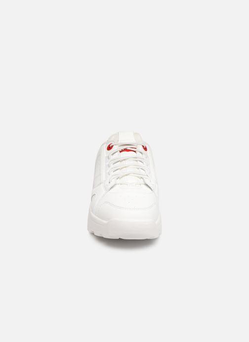 Sneakers Levi's Soho Bianco modello indossato