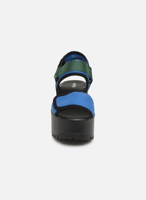 Sandalias MTNG 50739 Azul vista del modelo