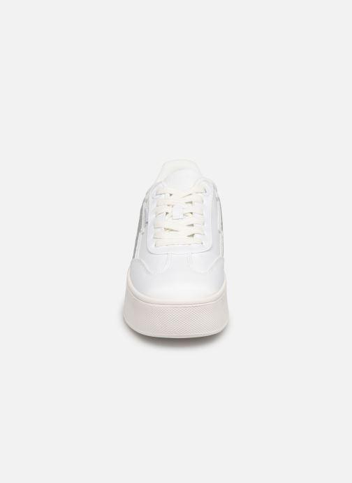 Baskets MTNG 69586 Blanc vue portées chaussures
