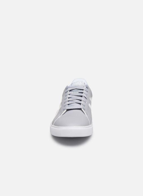 Baskets Asics Classic CT Gris vue portées chaussures