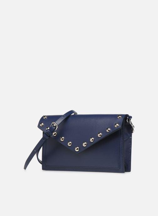 Sacs pochettes Rebecca Minkoff Blythe Wallet Xbody Bleu vue portées chaussures