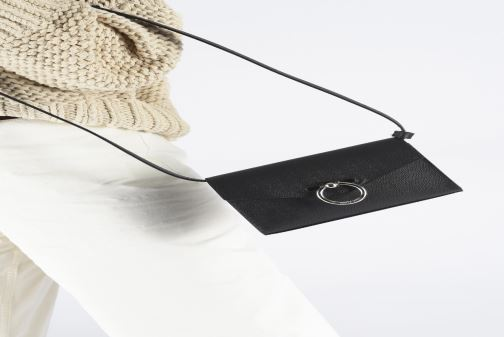 Petite Maroquinerie Rebecca Minkoff Jean Belt Bag Caviar Noir vue bas / vue portée sac