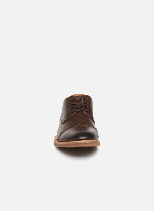 Chaussures à lacets Clarks Atticus Cap Marron vue portées chaussures