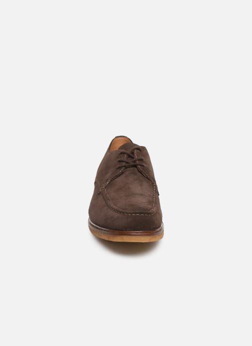 Scarpe con lacci Clarks ClarkdaleApron Marrone modello indossato