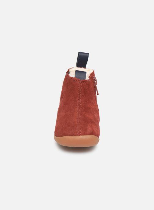 Stivaletti e tronchetti Clarks Roamer Free T Rosso modello indossato
