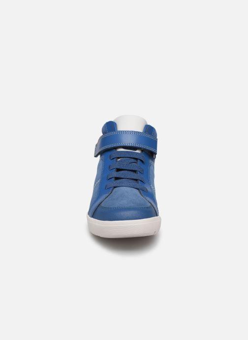 Baskets Clarks Emery Beat K Bleu vue portées chaussures