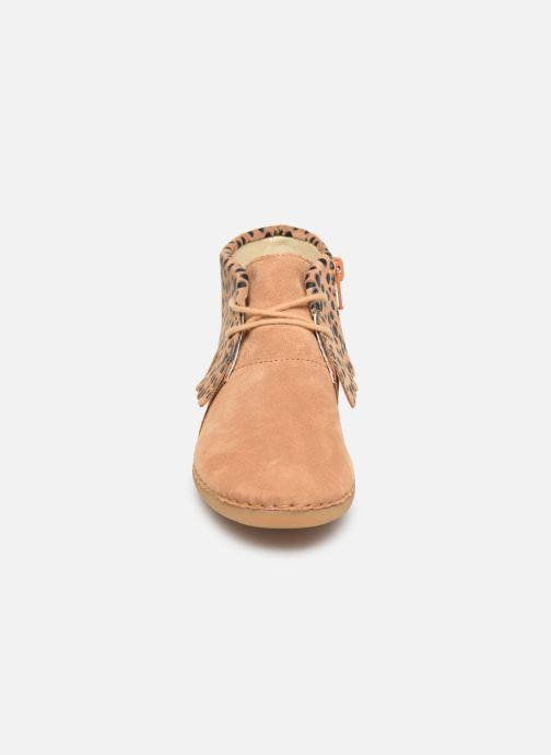 Bottines et boots Clarks Skylark Form K Marron vue portées chaussures