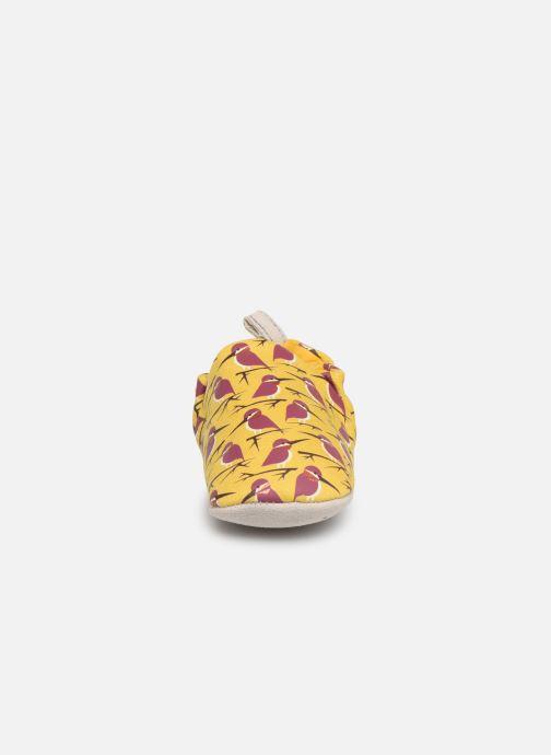 Pantofole Poco Nido Kingfisher Yellow Giallo modello indossato