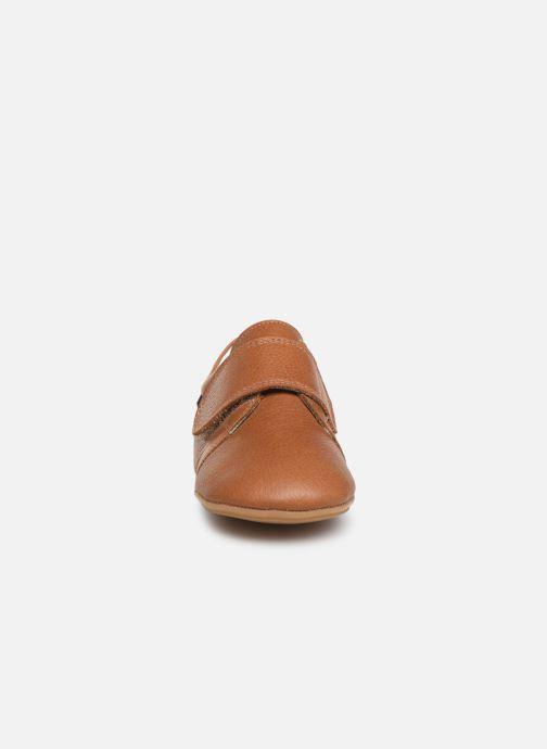Chaussons Poco Nido Velcro Flap Mighty Shoe Marron vue portées chaussures