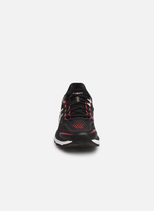 Chaussures de sport Asics GT-2000 7 W Noir vue portées chaussures