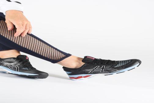 Chaussures de sport Asics Gel-Kayano 26 Noir vue bas / vue portée sac